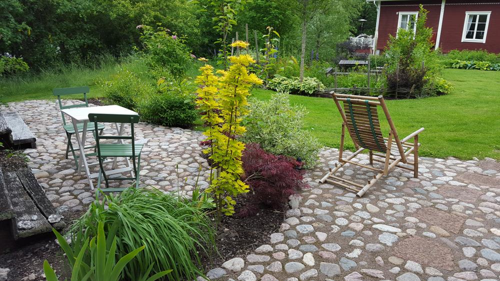 stensättning och trädgårdsutsmyckning