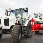 traktor och grävskopa